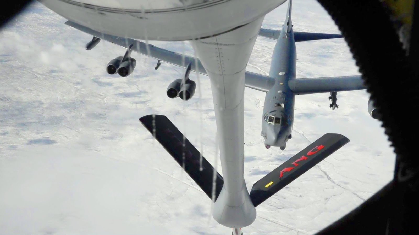 Air Refueling: B-52 Stratofortress