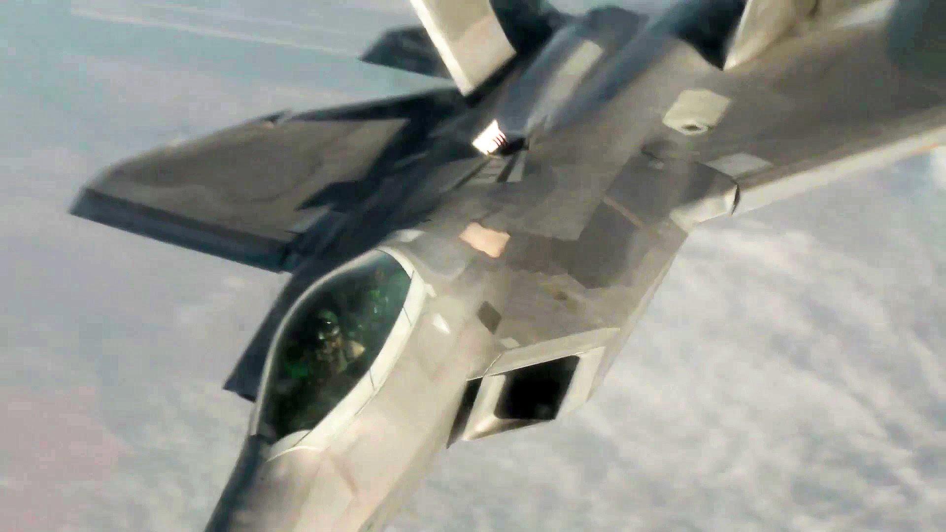 F-22 Raptor Air Refueling