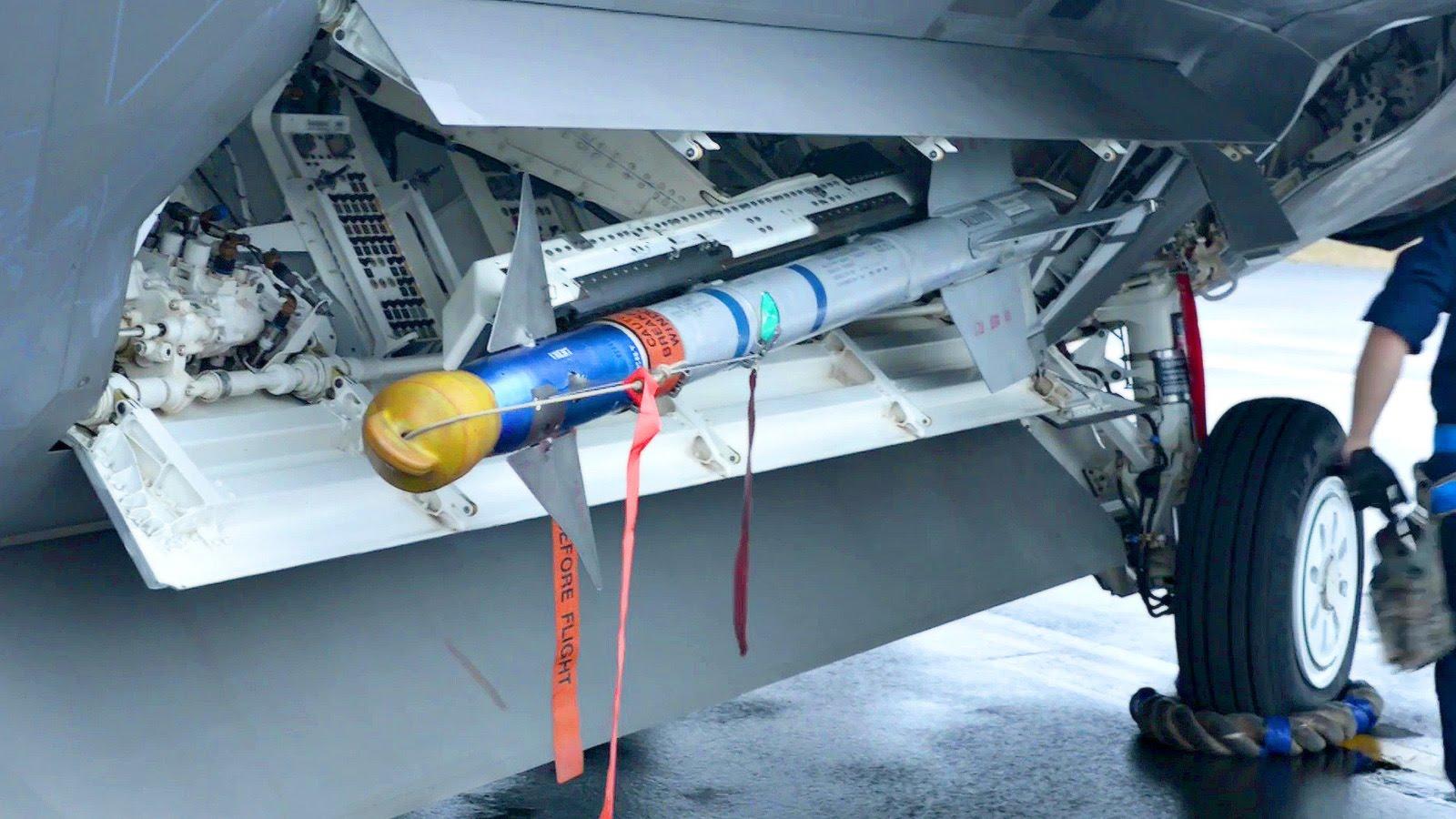 F-22 Weapon Loading & Unloading – AIM-9 & JDAM
