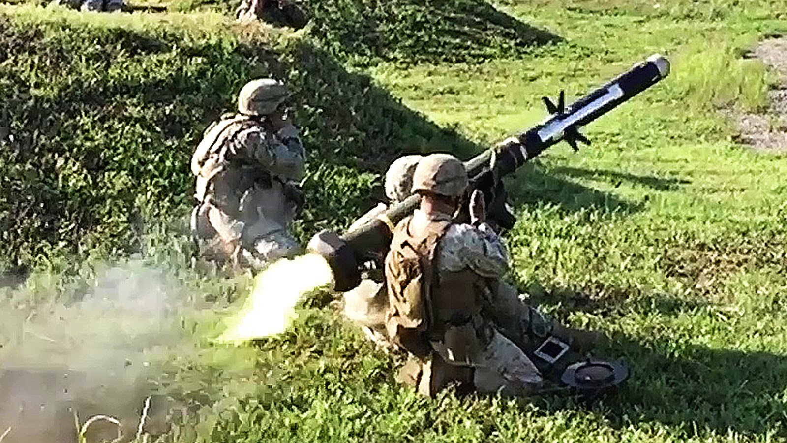 Shooting the FGM-148 Javelin – Awesome Slow-mo