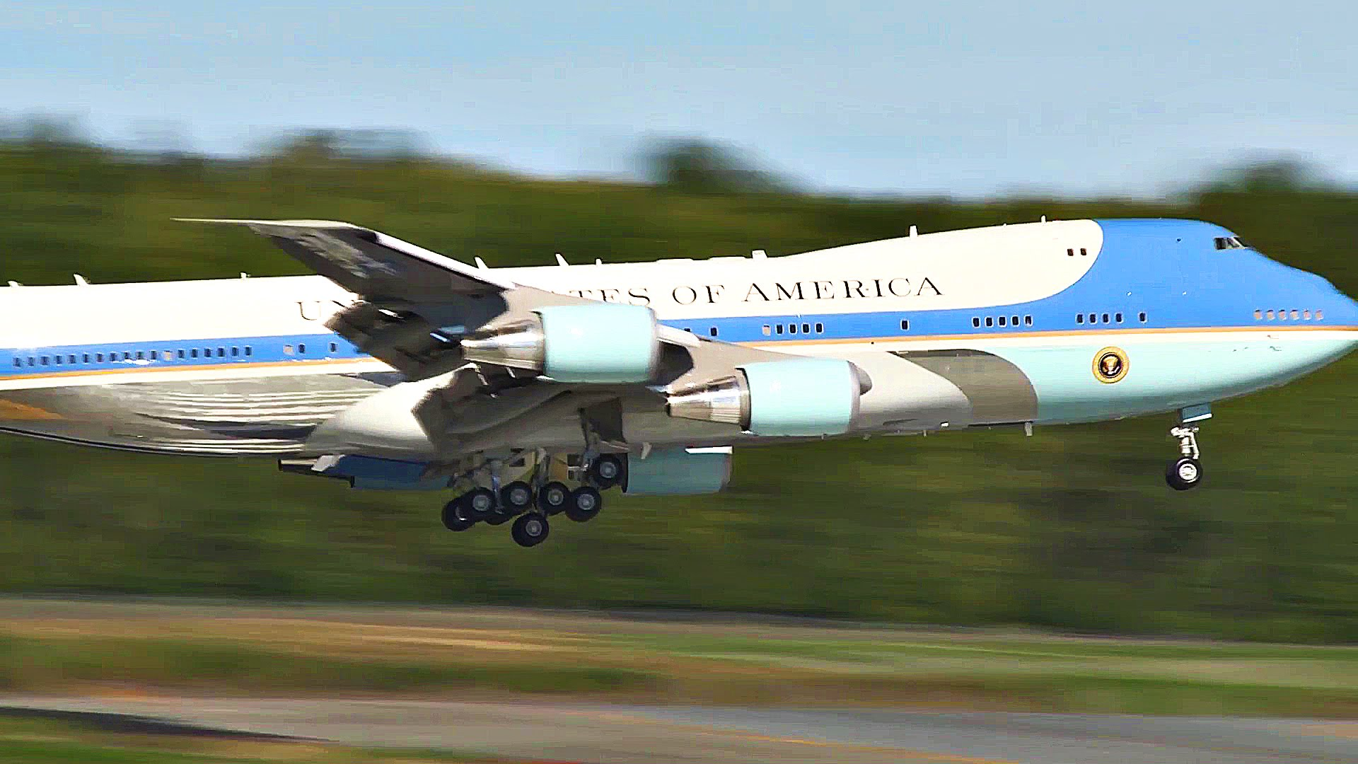 Air Force One 747 – World's Most 'Powerful' Aircraft Landing In Alaska