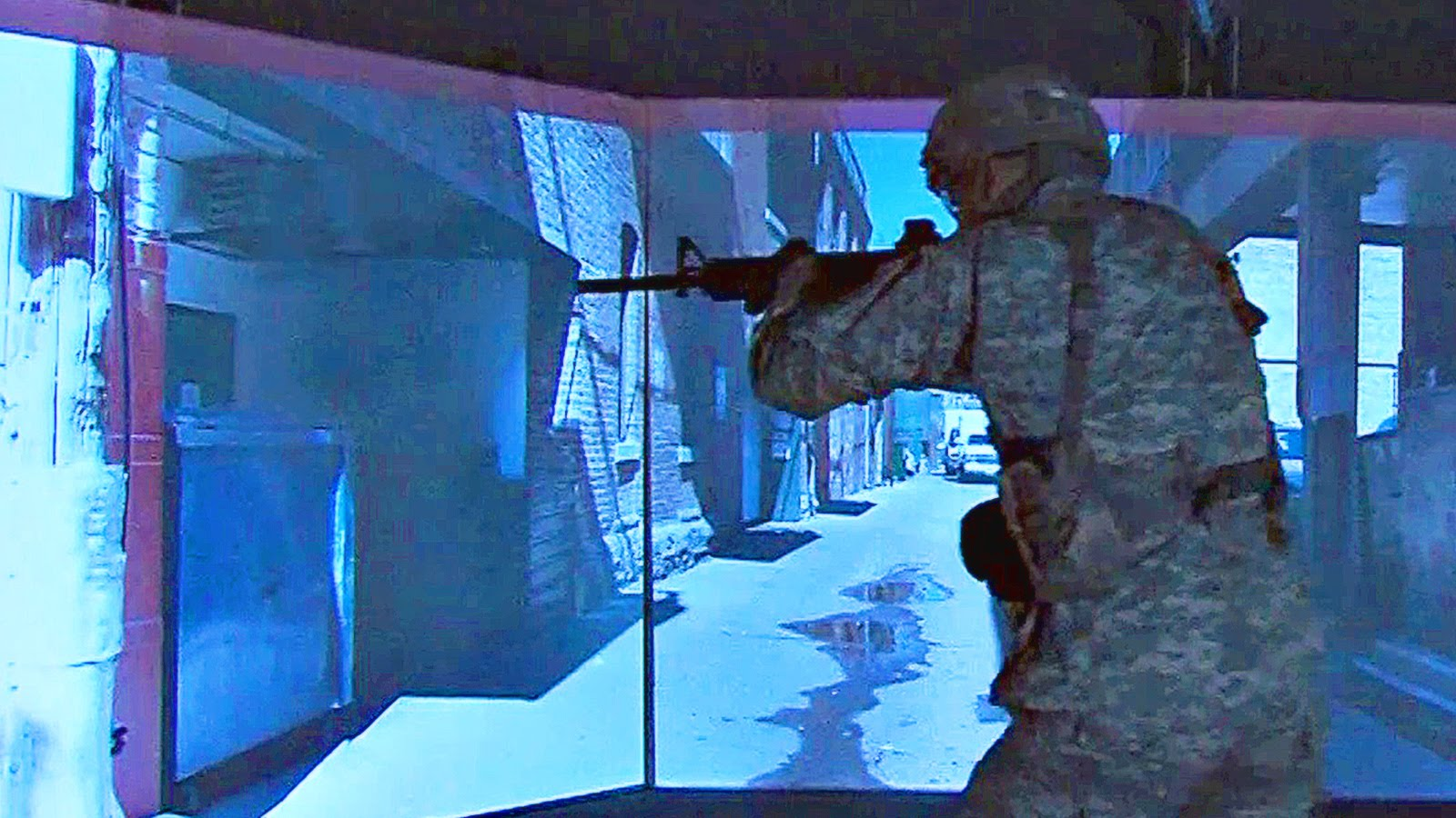 US Soldiers Training On Ultra Hi-tech VR Gunfighter Gymnasium